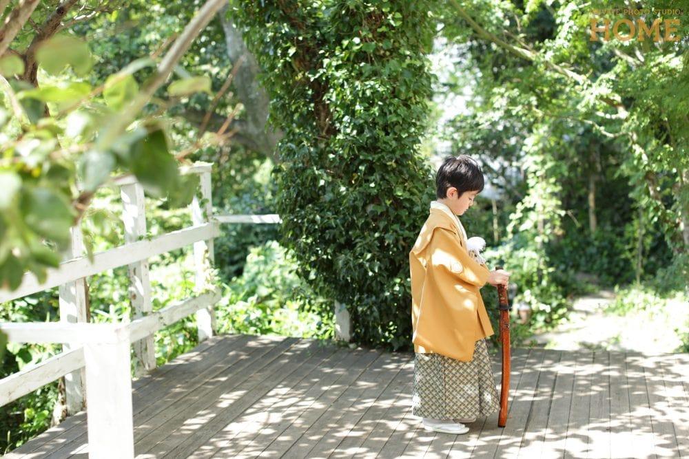子供写真スタジオのStudioHOME鎌倉店で撮影した5歳七五三の刀を持っている写真。